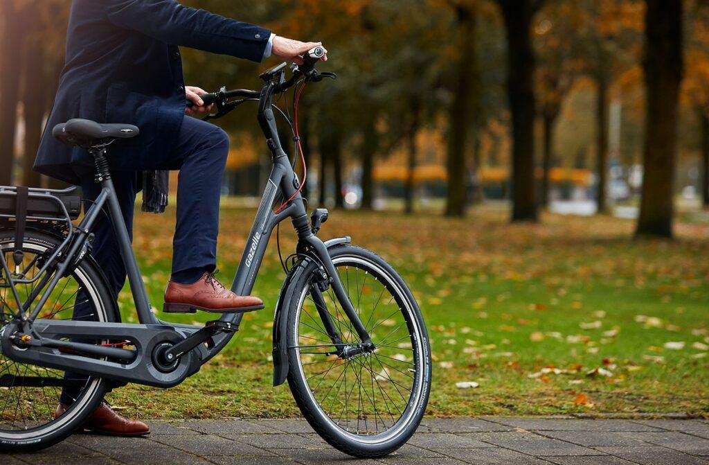 En mand med cykel | Ami C8