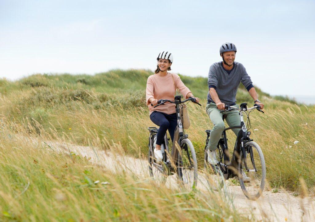 Mand og kvinde på cykler