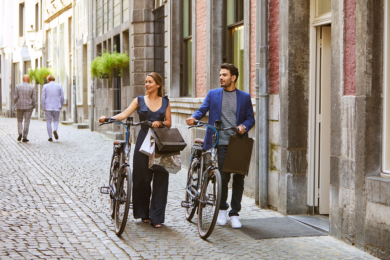 Man and woman with a bicycle | Grenoble C7