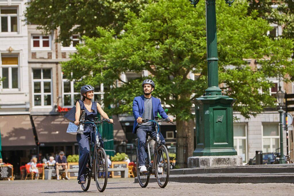Date on a bike