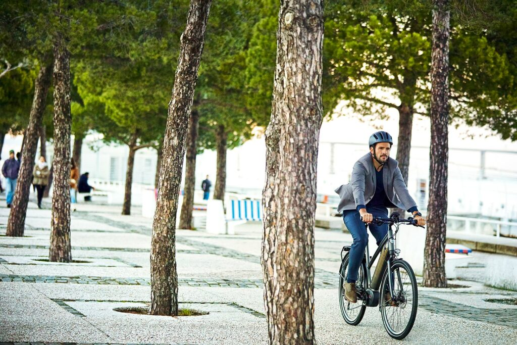 Man on a bicycle   CityZen T10