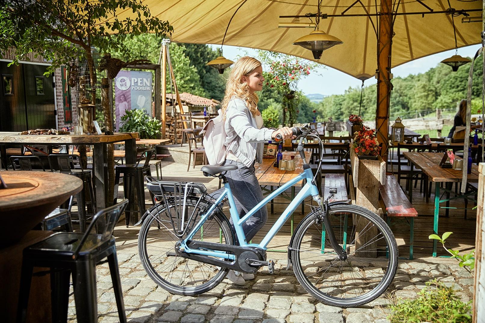 Women with e-bike | Vento C7