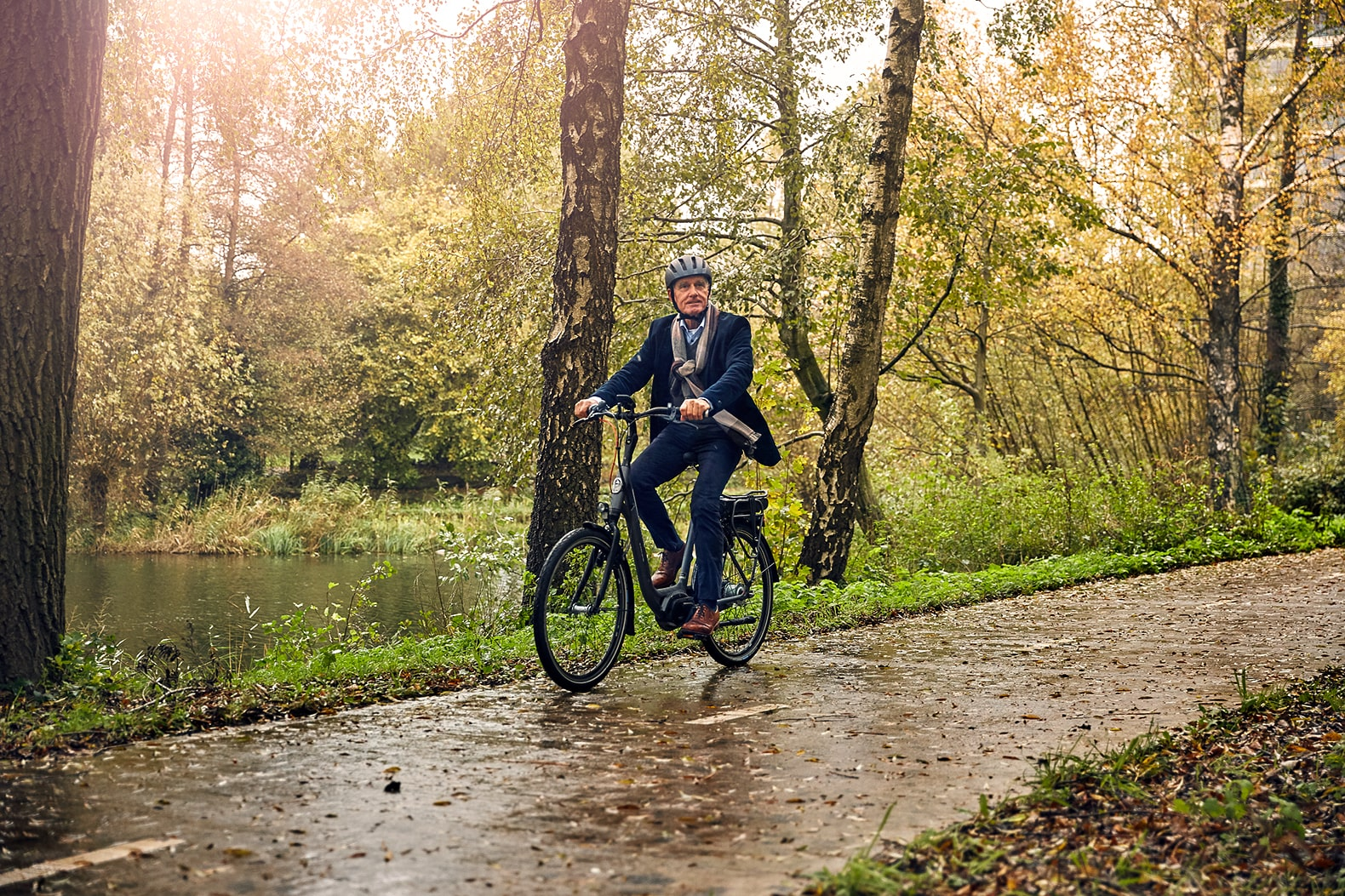 Man on a bicycle | Cycling in winter | Ami C8