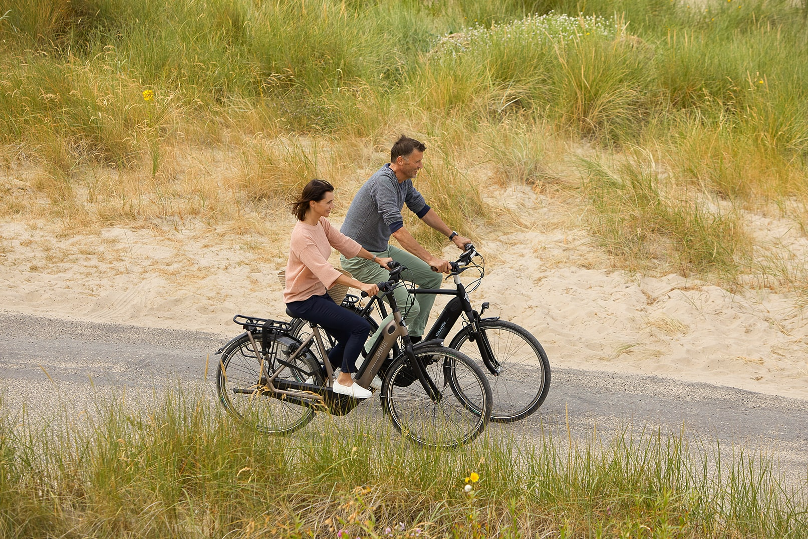 Man and woman on a bicycle | Grenoble C7