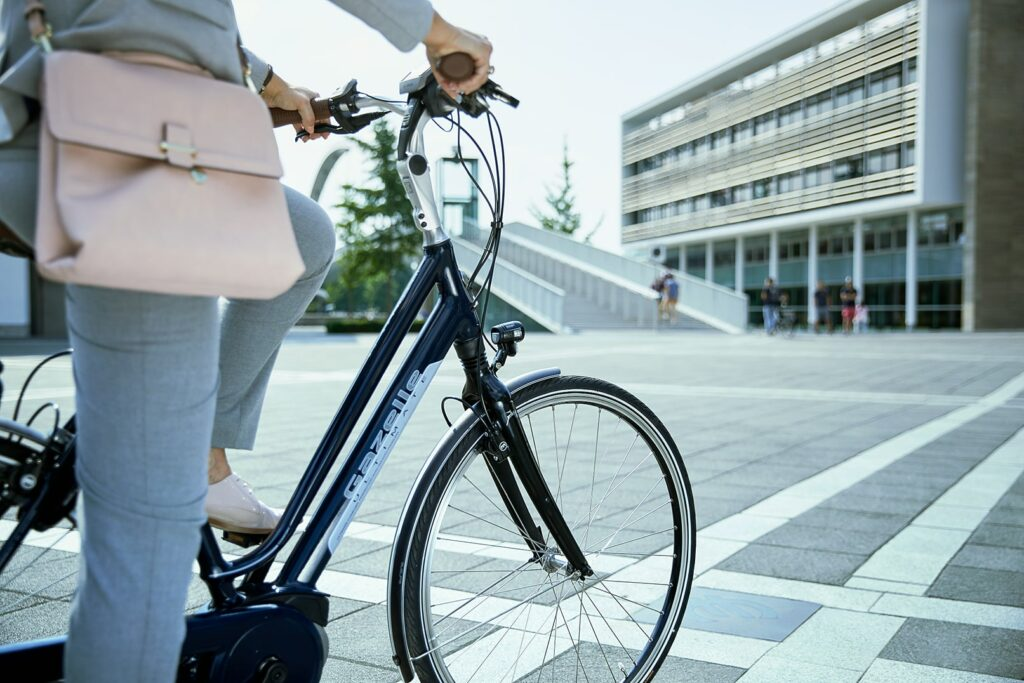 Femme à vélo | Ultimate C8 HMB indemnités kilométriques à vélo