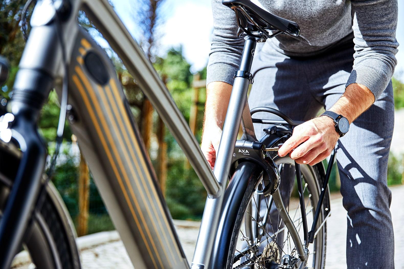 Homme avec un vélo | CityZen T10