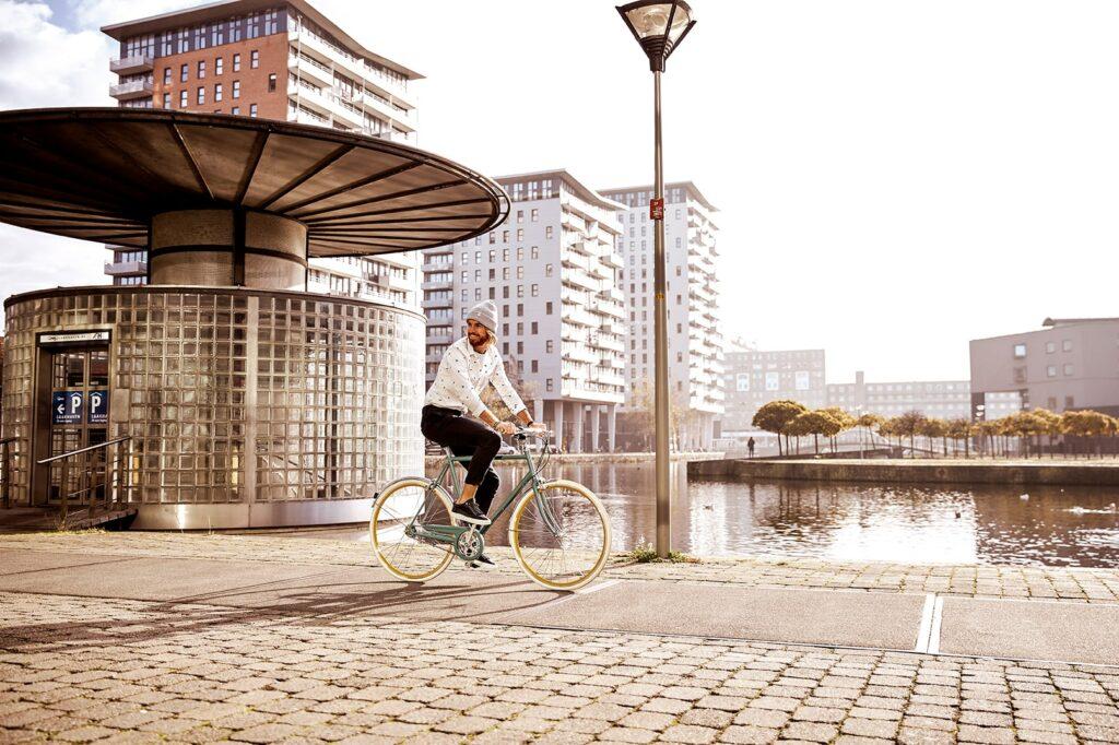Homme à vélo   Van Stael
