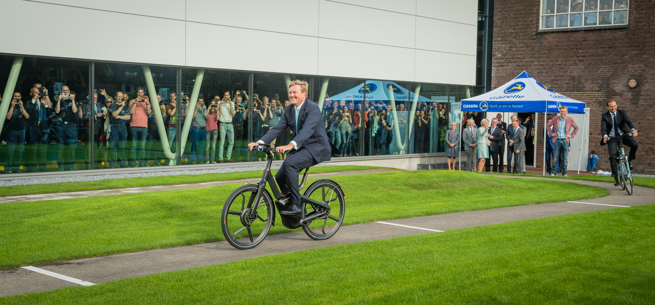 koning Willem Alexander Gazelle E-bike opening