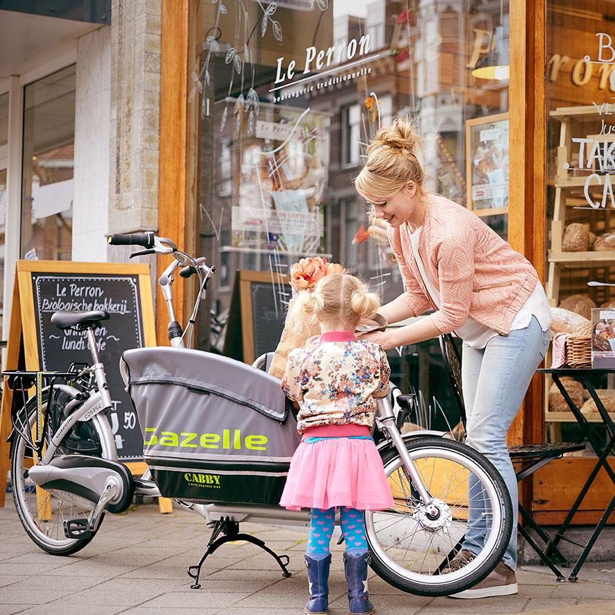 Ladet på Cabby foldes nemt ned, så cyklen er let at parkere.