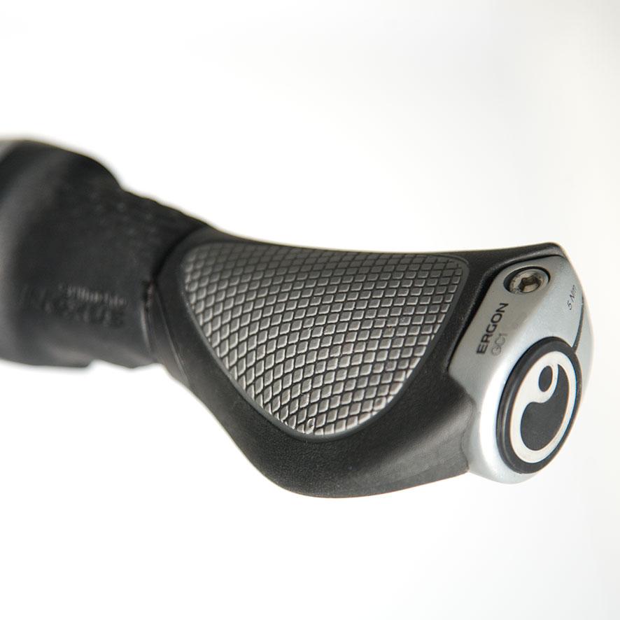 Son moteur Panasonic intégré à la roue avant vous apporte la petite touche de confort supplémentaire dont vous avez besoin.