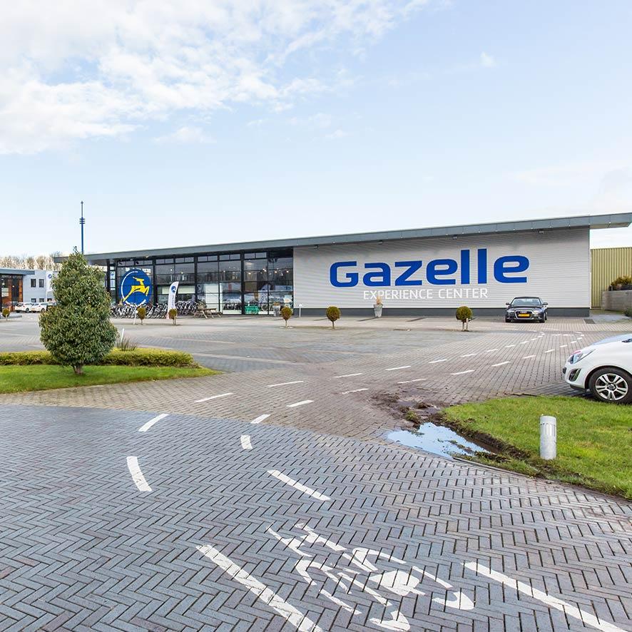 In het Gazelle Experience Center vind je alle elektrische fietsen van Gazelle. Ervaar de verschillende motoren, accu's, versnellingen en remsystemen zelf.