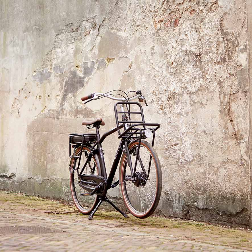 The Gazelle men's delivery bike will take you anywhere with ease.