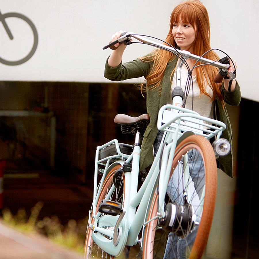 Deze fiets is ook elektrisch beschikbaar met Panasonic voorwielmotor.
