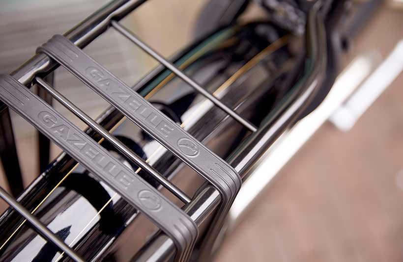 Der Gepäckträger des Hollandrads ist stabil und zuverlässig.