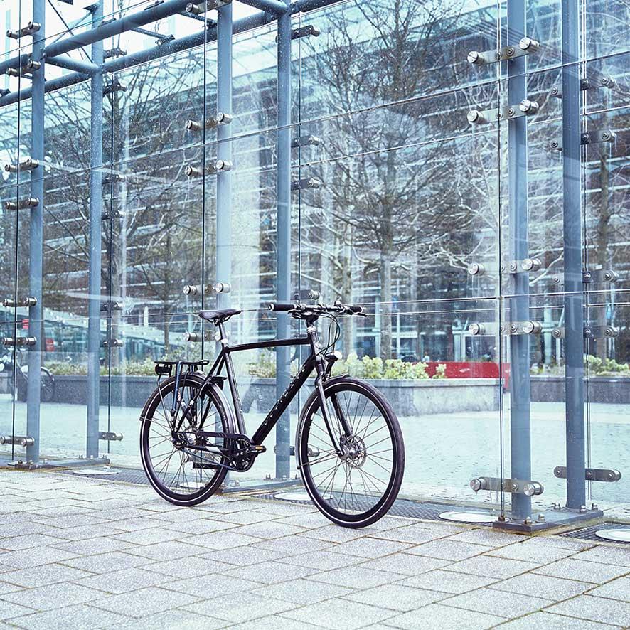 Det lette aluminiumstel gør denne elcykel letkørende og ekstra rap.