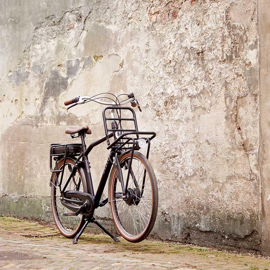 De motor van een elektrische fiets kan geluid produceren. De hoeveelheid geluid hangt af van de bouw van de motor.