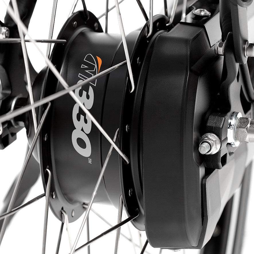 Dans le cas d'un moyeu à vitesses intégrées, tous les pignons sont dissimulés dans le moyeu de la roue arrière.