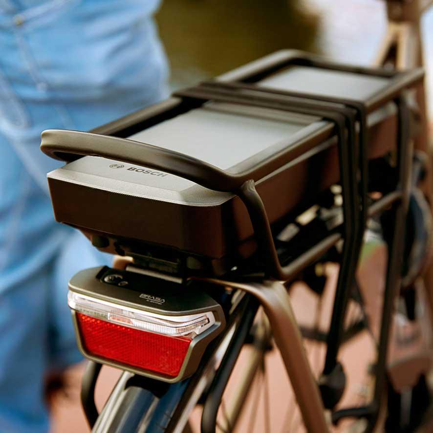 Bosch Active Line batteriet præsterer en ekstra lang rækkevidde på op til 180 km, så du kan cykle i længere tid med trædeassistance.