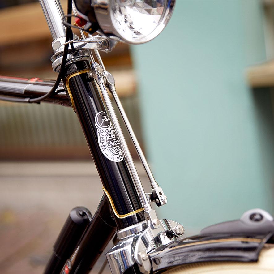 Door de damesbocht in het frame is op- en afstappen op je omafiets heel makkelijk.